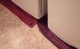 Под холодильником появилась лужа воды.